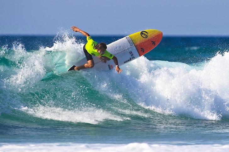 Edouard Delpero: that is not a shortboard | Photo: ASP/Laurent Masurel