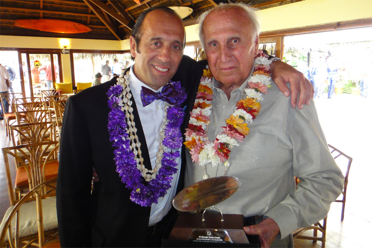 Fernando Aguerre and Eduardo Arena: the current president and the founder of the International Surfing Association | Photo: ISA
