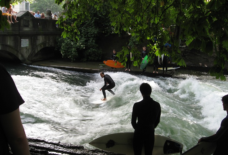 Eisbach River: how about surfing in Munich? | Photo: Seth Schoen