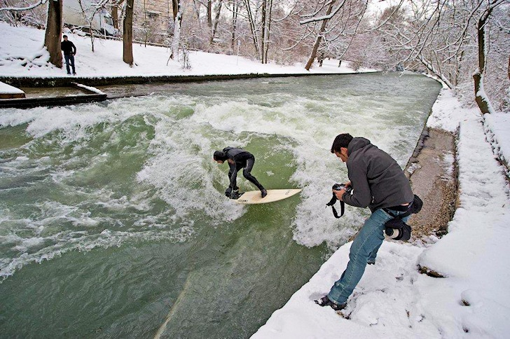 Eisbach: a warm session in Munich | Photo: Eisbachwelle.de