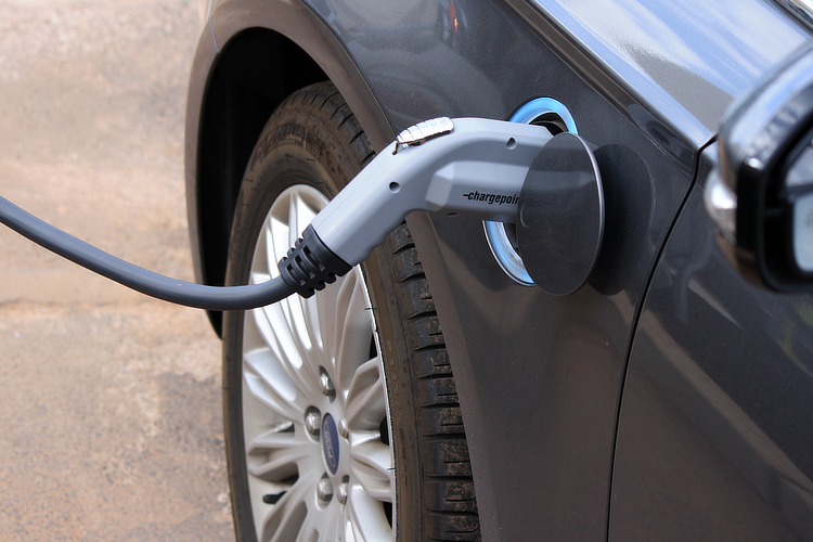 Electric vehicles: they will sell themselves if they're cost-effective for users | Photo: Fields/Creative Commons