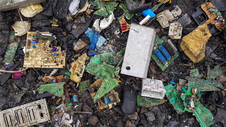 Electronic waste: cryptocurrency mining requires large amounts of computing power and short-lived hardware devices that are not always recycled | Photo: Creative Commons