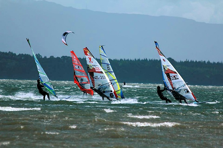 2014 Elements Spring Racing: tight races at Fergusson Park | Photo: Elements Watersports