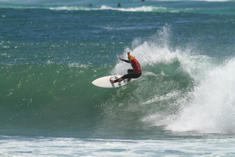 Emma Cattlin: winner of the 16 & Under Girls division | Photo: Woolacott/Surfing Australia