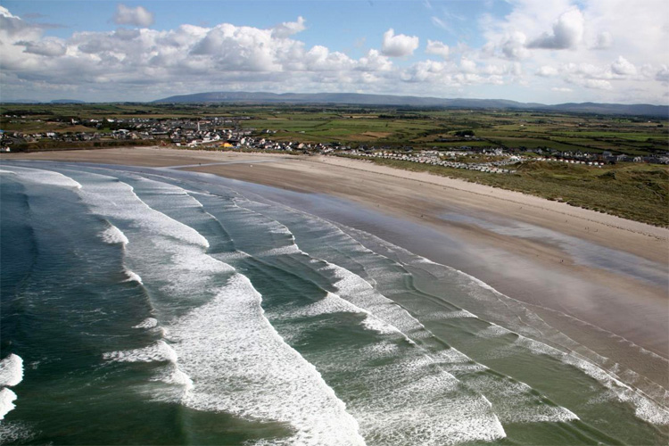 Enniscrone: an ideal surf break for beginners | Photo: Diamond Hotel