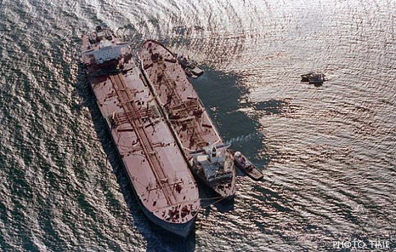 an analysis of the oil tanker exxon valdez and the oil spill in alaskan shoreline What was e exxon valdez oil spi# $e exxon valdez was an oil tanker at  sound shoreline are s(# contamina'd wi oil  oil spill exxon mobil financial analysis.