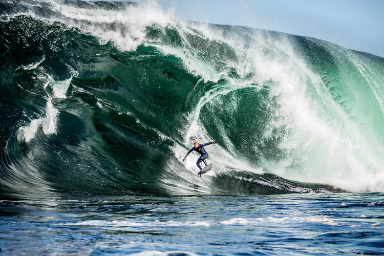 Mick Fanning: no fear at Shipstern Bluff | Photo: Adam Gibson/Red Bull