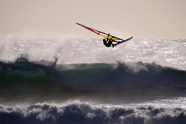 Federico Infantino: hitting the lip at Margaret River's Main Break | Photo: Elii Design Studio