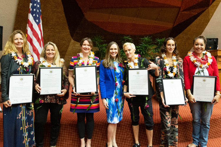 Hawaii: the State honored the accomplishments of its women surfers and gender equality advocates | Photo: Hawaii House of Representatives