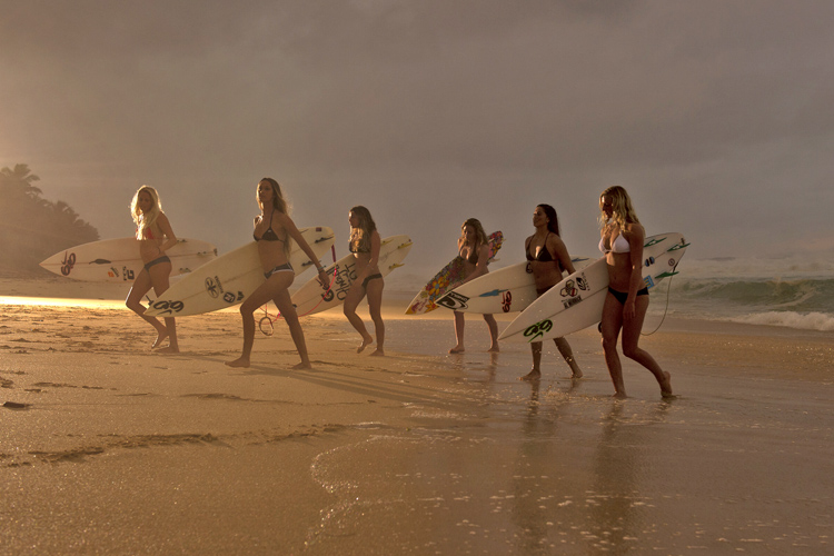 Female surf movies: surfer girls teaching how to ride a wave in cinema