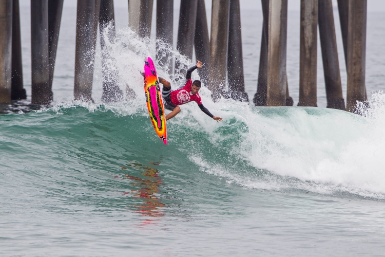Filipe Toledo: nice board | Photo: Rowland/WSL