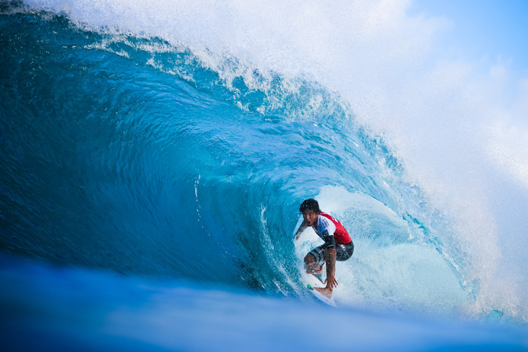 Filipe Toledo: barreled at Pipeline | Photo: Masurel/WSL