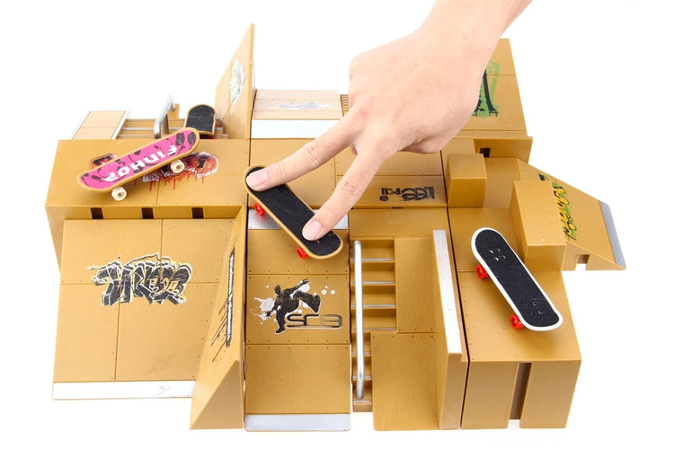 Fingerboard skatepark: a miniature and modular skating playground for fingerboarding