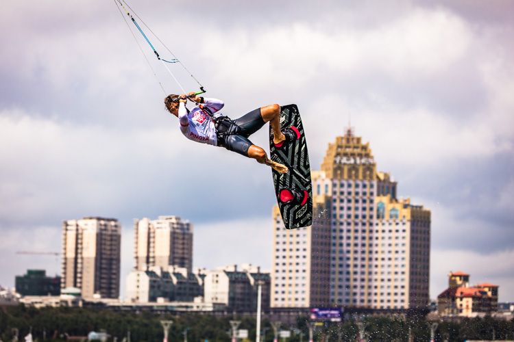 Florian Gruber: jumping the Pingtan obstacles | Photo: Schwarz/IKA