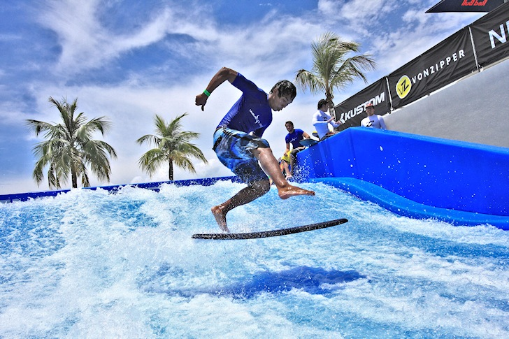 Flowboarding League of the World: surfing over blue reefs