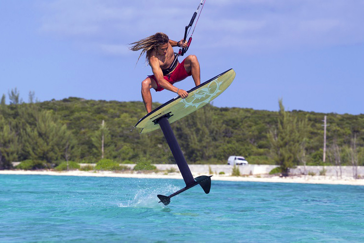 Foil kiteboarding: tricky but fun | Photo: Slingshot