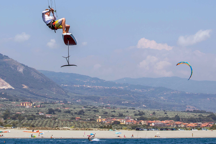 KiteFoil GoldCup: flying high at Hang Loose Beach | Photo: Icarus Sailing Media