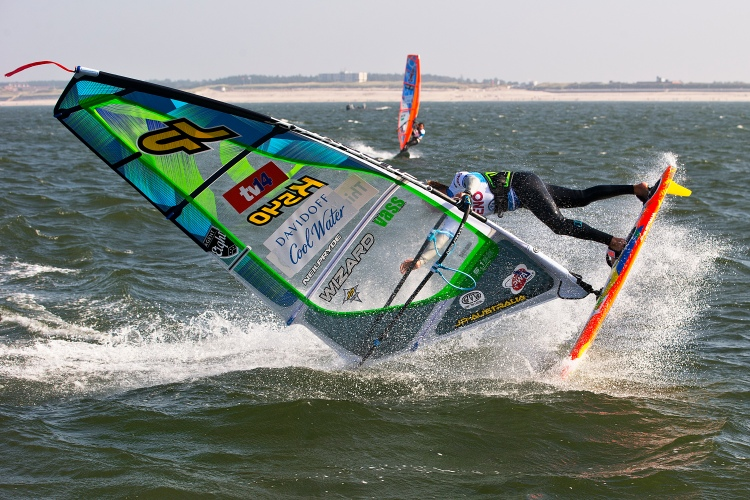 Freestyle windsurfing: judges learn how to throw out scores | Photo: Carter/PWA