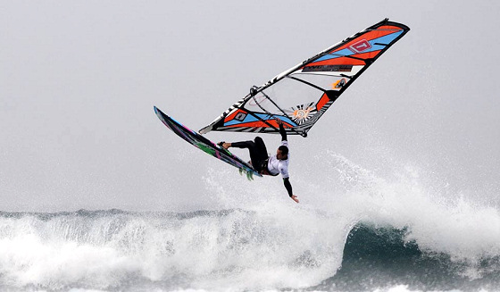 Fuerteventura Wave Classic 2012: mind the landing zone