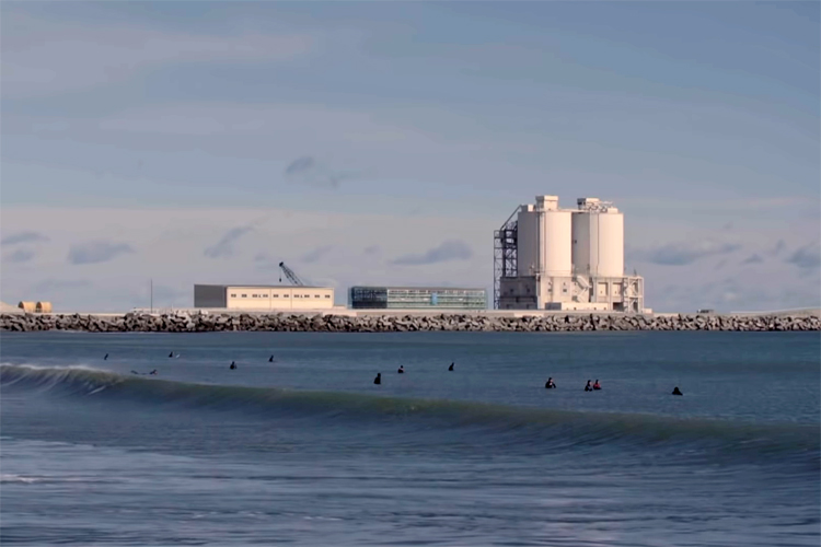 Fukushima: surfers are returning to the water after the 2011 nuclear meltdown