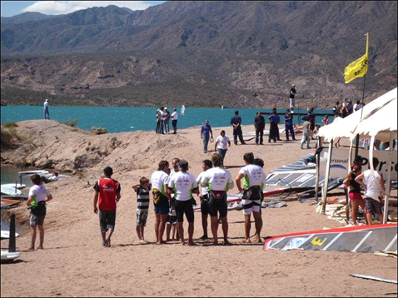 Formula Windsurfing in Mendoza: spectators are crazy for windsurfing