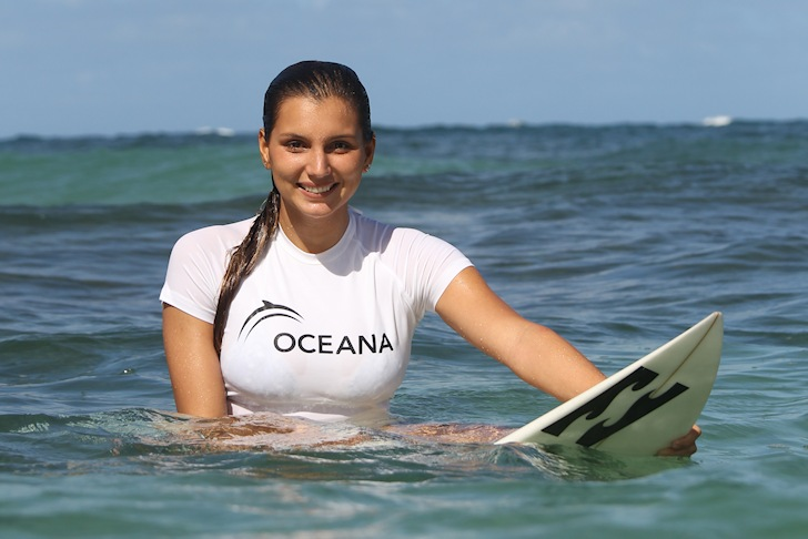 Maya Gabeira: showing her eco-friendly smile | Photo: Oceana/BrianBielmann