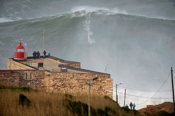 Garrett McNamara: is it the 100-foot wave? | Photo: Tó Mané
