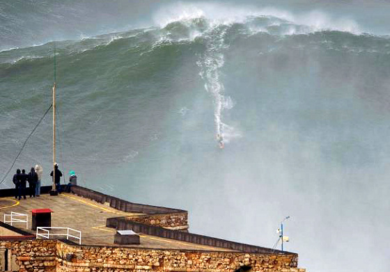 Garrett McNamara: this is not Photoshop, this is Praia do Norte | Photo: Tó Mané