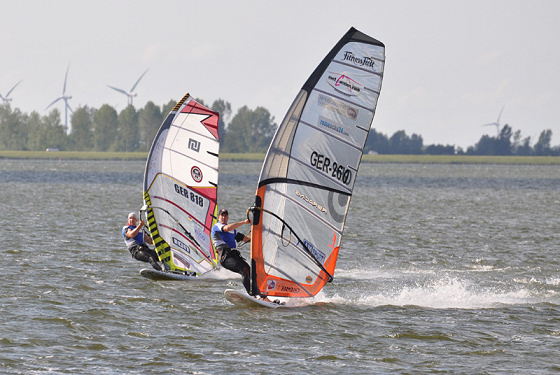 Speed windsurfing: watch out for the Police