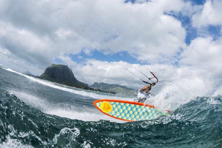 GKA Kite-Surf World Tour: the official wave kitesurfing world circuit | Photo: Varekamp/GKA