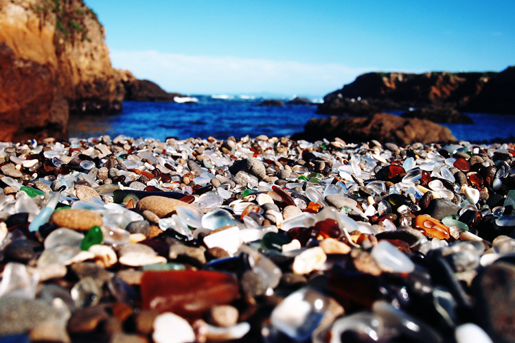 Glass Beach: the result of former dump sites | Photo: Creative Commons