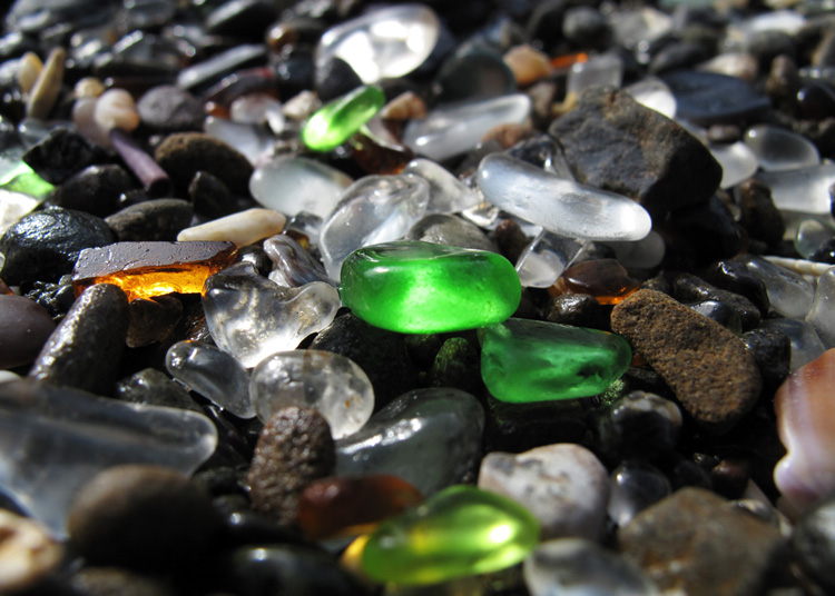 Glass Beach: sea glass of all sizes and shapes | Photo: Creative Commons
