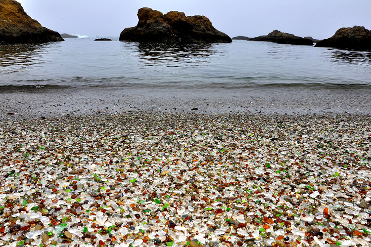 Glass Beach: thousands of tourist visit this place during summer  | Photo: Creative Commons