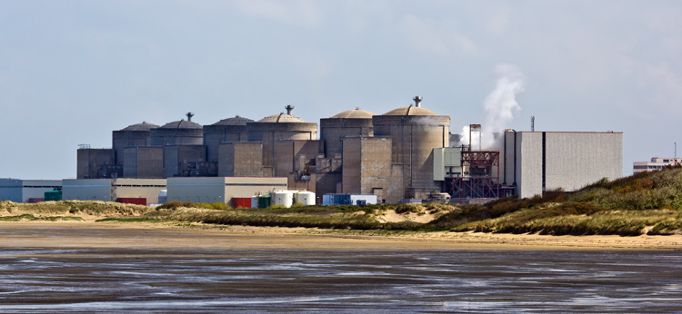 Gravelines Nuclear Power Station: the second largest in Europe | Photo: Raimond Spekking/Creative Commons
