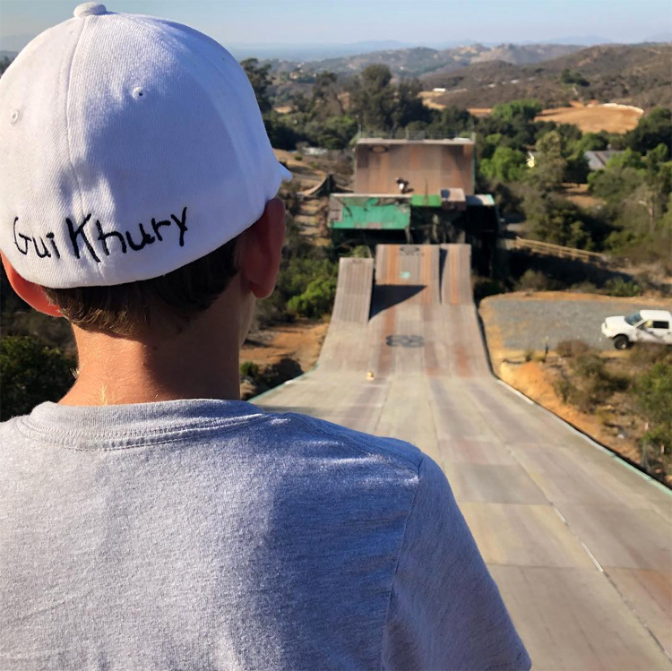 Gui Khury: getting ready to ride down the mega ramp | Photo: Khury Archive
