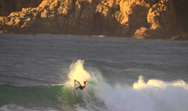 Top seeds fall in Round 1 of the Cascais Billabong Pro 2014