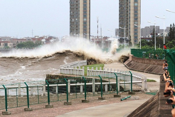 Hainin, China: the power of a tidal bore