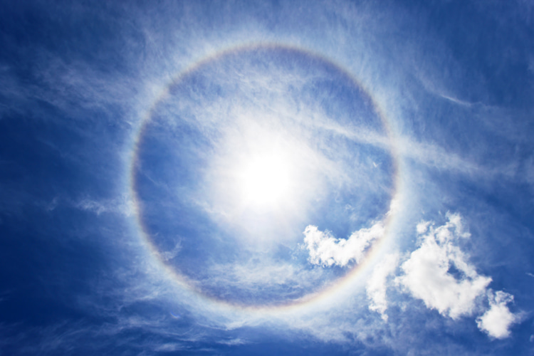Halo: a ring of light encircling and extending outward from the Sun or Moon | Photo: Shutterstock