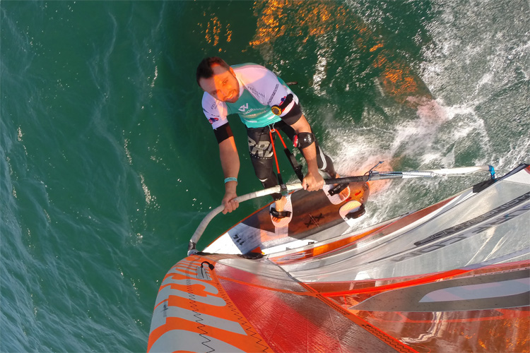 Windsurfing: the harness lines should feel comfortable | Photo: Carter/PWA
