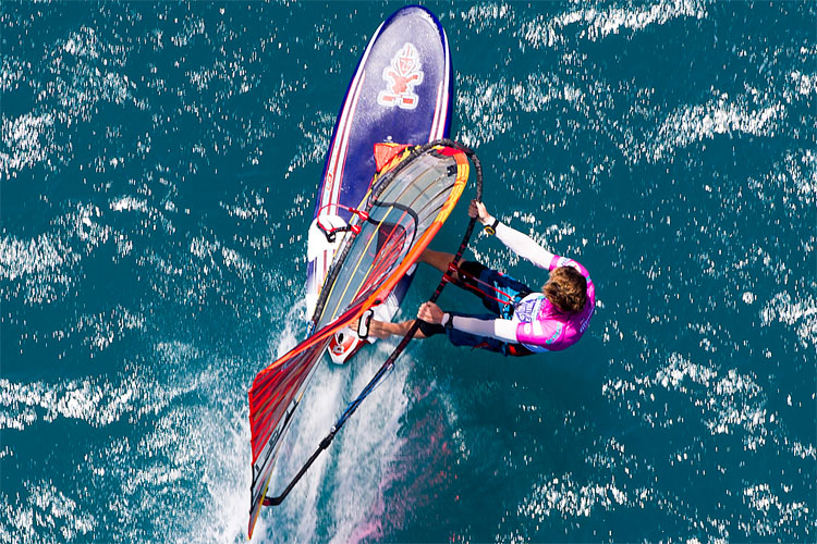 Windsurfing harnesses: the only way to get a windsurfer planing | Photo: Carter/PWA