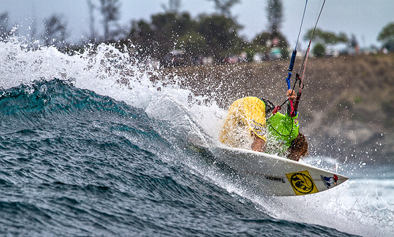 Hookipa: kitesurf turn in the pocket