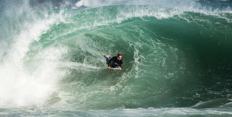 Bodyboarding: always grab the outside rail | Photo: Tom Walker/Creative Commons