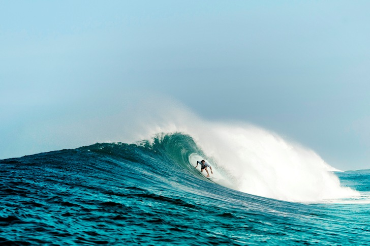 Learn how to get barreled: staying centered is critical | Photo: Quiksilver/Rabejac