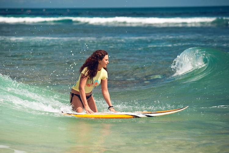 Learning to surf: watch videos and start surfing in one day | Shutterstock