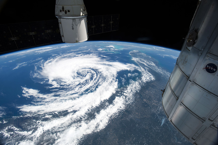 Hurricane season: are you ready for the powerful swells? | Photo: NASA