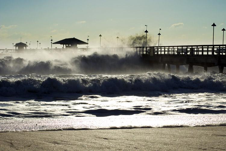Hurricane waves: high winds, large waves | Photo: Creative Commons/Dennis Bernhard
