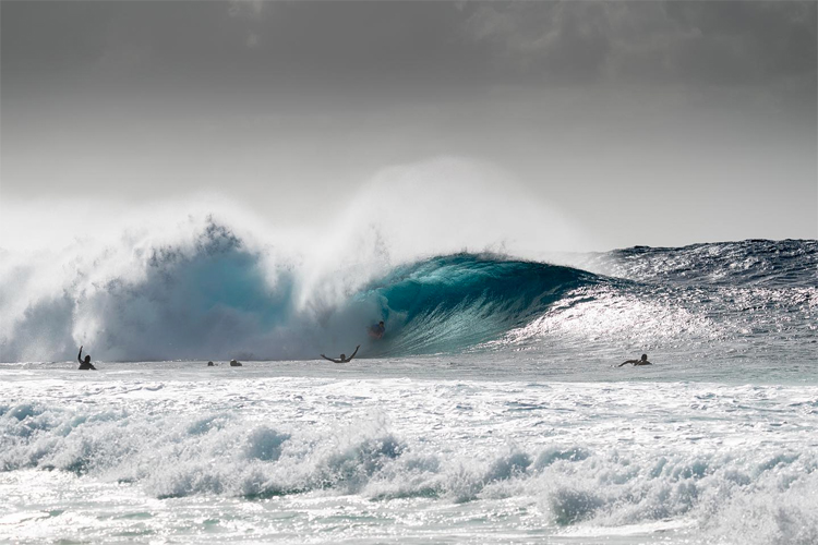 Iain Campbell: the Perfect 10-point wave ridden at Pipeline | Photo: Jimenez/APB
