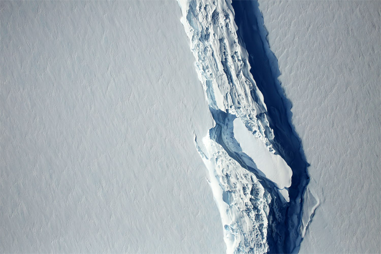 Larsen C: the giant mass of floating ice lost 12 percent of its area | Photo: NASA