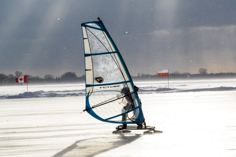 Ice windsurfing: colder than cold | Photo: WISSA