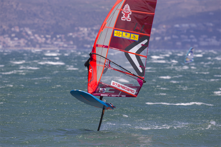 iQFoil: the new Olympic windsurfing equipment will make its debut in Paris 2024 | Photo: Carter/PWA